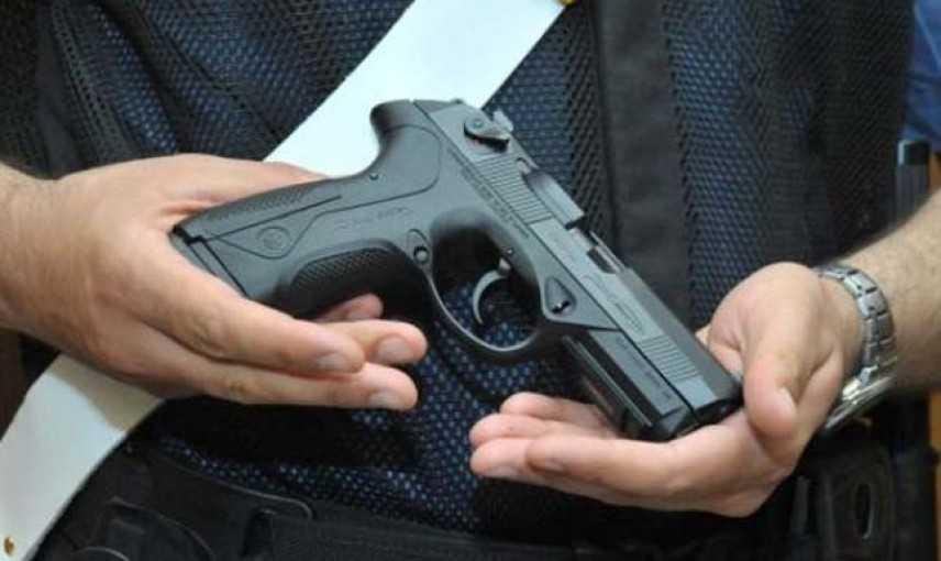 Calcio: estrae pistola durante gara Under 17, panico su spalti i carabinieri gli danno la caccia