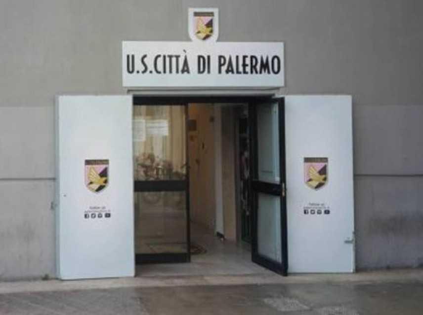 Calcio: favori per salvare Palermo,sospesi giudice e ex presidente
