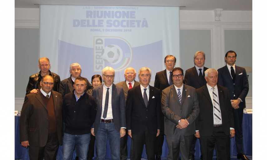 Calcio.  Serie D: Confronto costruttivo tra Dipartimento, arbitri e dirigenti