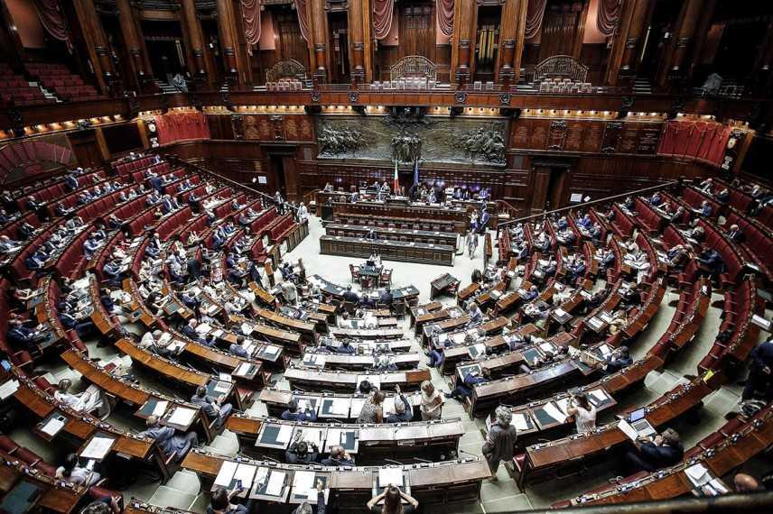 Manovra: Siri, sia approvata in Parlamento entro l'anno