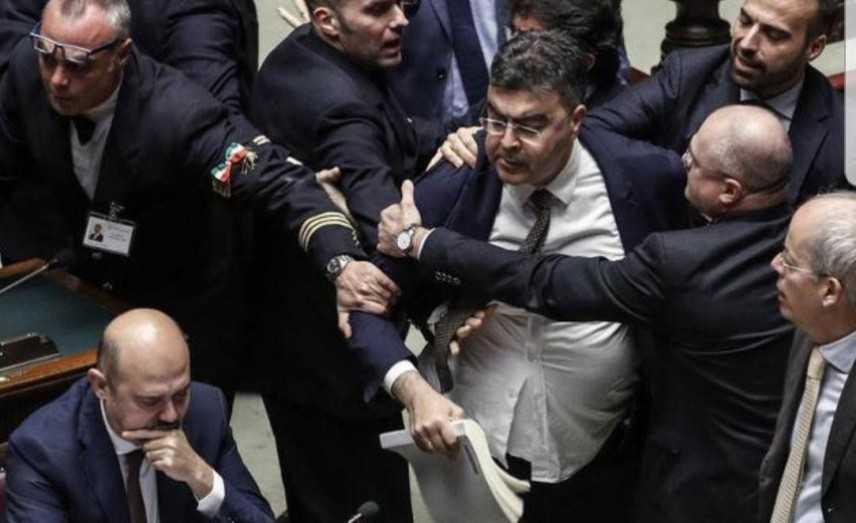 Di Maio: perché vi scandalizzate del comportamento dell'opposizione?