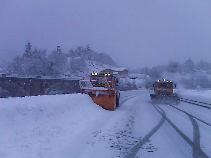 Maltempo: neve e gelo, mezzi spargisale in azione nel Barese