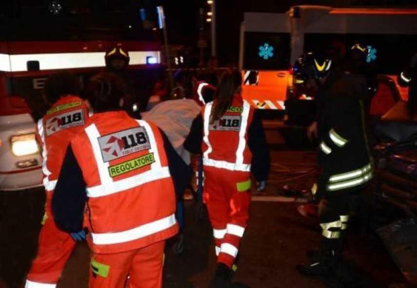 Cinghiali su A1 provocano grave incidente, un morto e 10 feriti