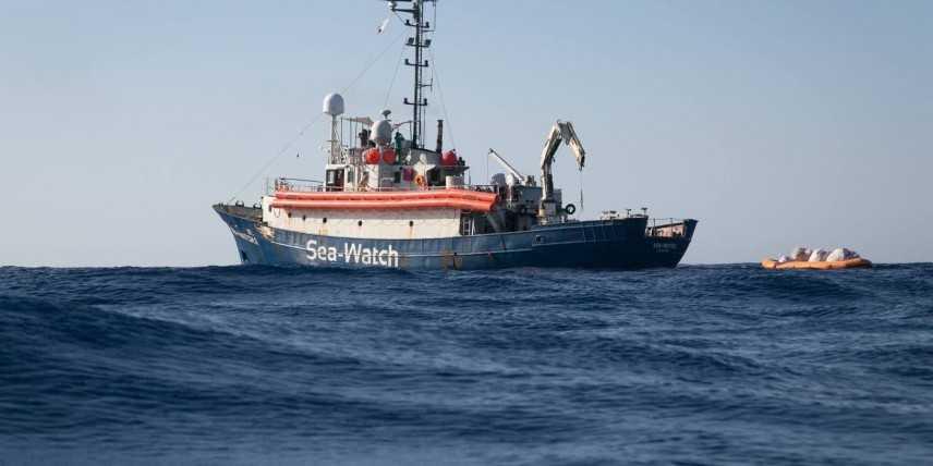 Sea Watch, migranti a bordo rifiutano cibo: Germania pronta a collaborare