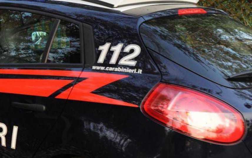 """Torino, 70enne strangola il figlio con un cavo del pc e chiama i Carabinieri: """"Venite a prendermi"""""""