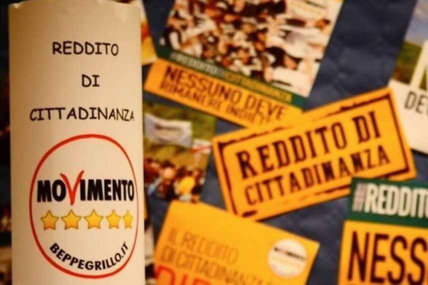 """Reddito di cittadinanza, Meloni: """"Un referendum per abrogarlo"""""""