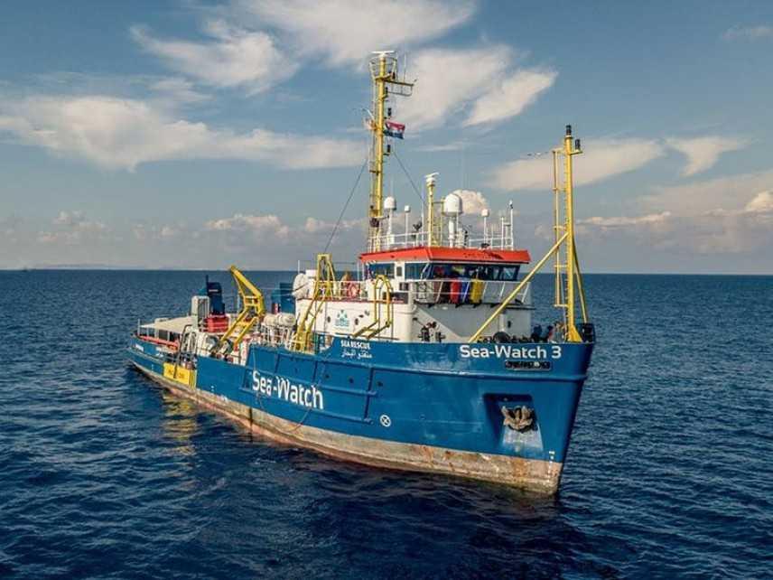 Migranti, resta ancora in mare la Sea Watch