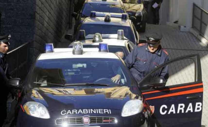 Droga: hashish, cocaina e crack, blitz in piazza spaccio nel Napoletano, arresti