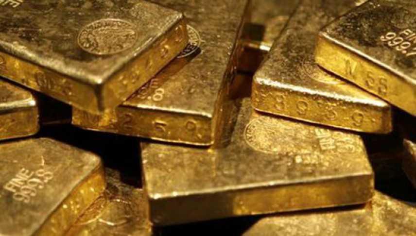 Scoperti in box un milione in lingotti d'oro e denaro, un arresto
