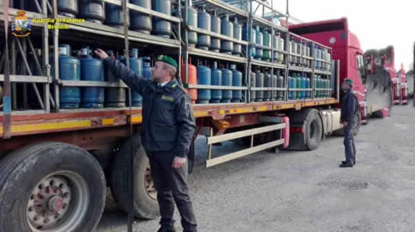 Sicurezza: Gdf sequestra 400 bombole di gpl in deposito di Fasano