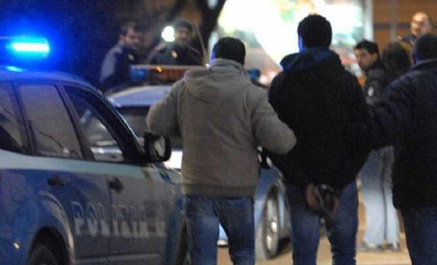Camorra: omicidi in 'guerra' controllo area Nord Napoli, 5 arresti