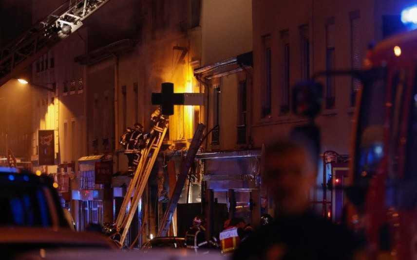 Le fiamme dopo un'esplosione, donna e bambino morti per incendio a Lione