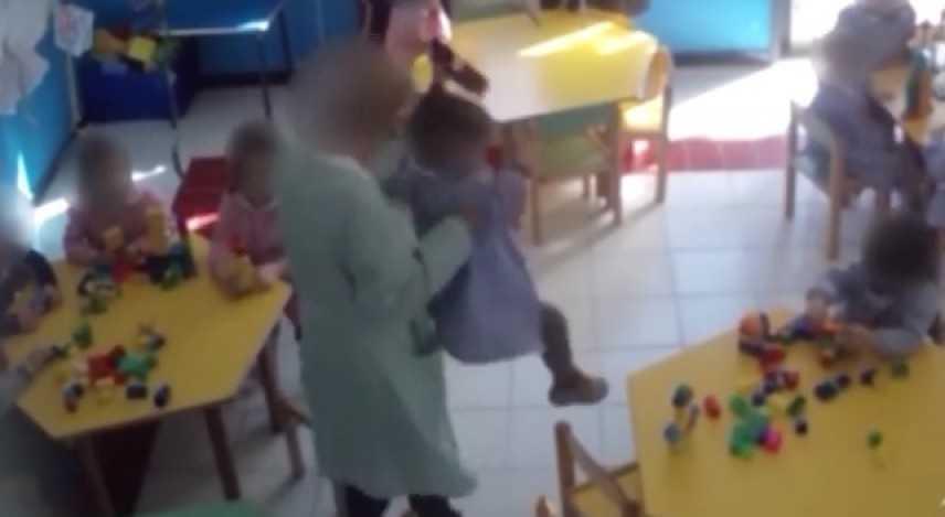 Caltanissetta, arrestata maestra di 60 anni: percosse e minacce ai bambini dell'asilo