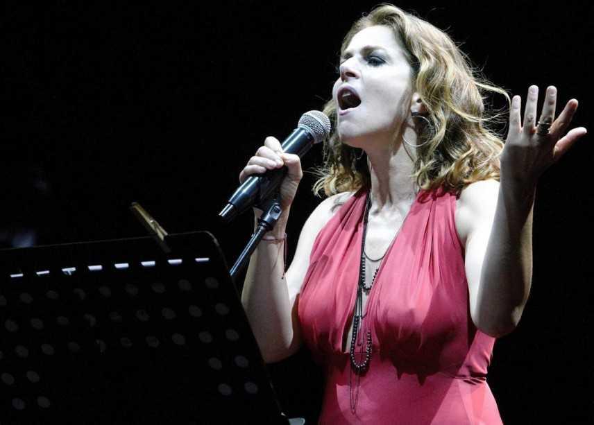 Claudia  Gerini  emoziona con  la poesia di Franco Califano al Teatro Politeama di Catanzaro