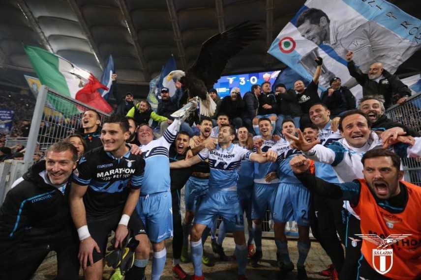 Calcio: Lazio-Roma, derby sui social. E anche Burioni esulta per 3-0