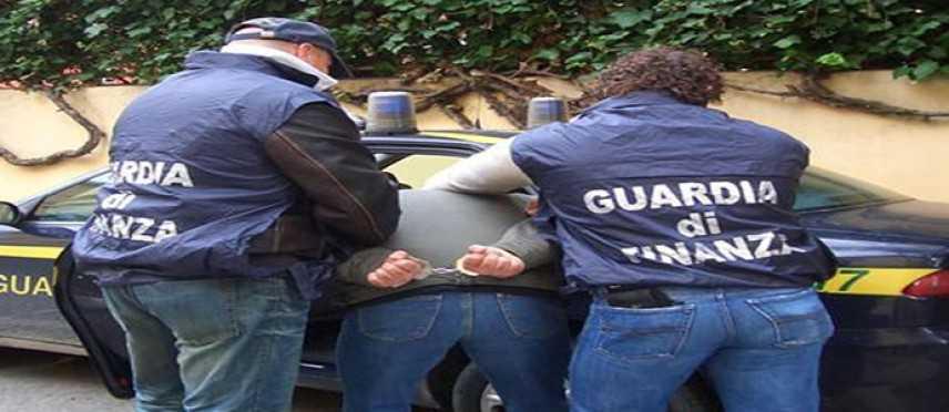 Droga: Blitz Gdf nel Catanese, 183 kg marijuana e 10 kg cocaina in garage, arrestato
