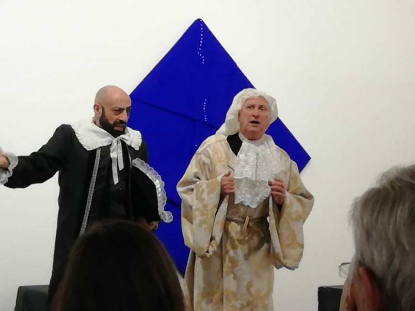 Il Teatro di Calabria coinvolge con un avvincente viaggio nella storia della Commedia