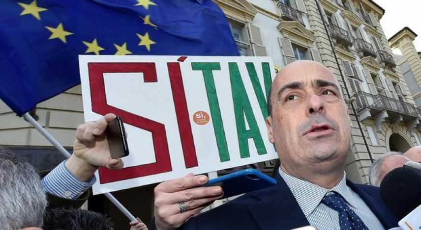 Pd: manifesti 'fake' a Roma con 'Greta-Zingaretti pro-Tav'