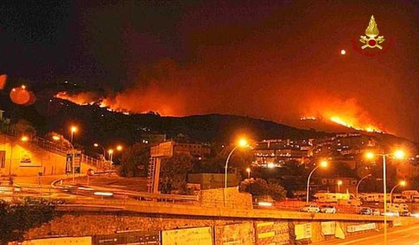 Incendio Cogoleto: Toti, circa 12 ettari in fiamme nella notte