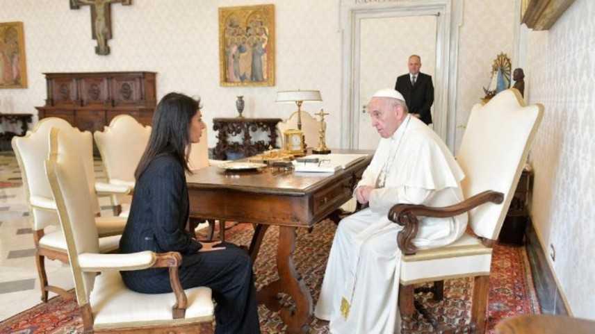 Papa: arrivato in Campidoglio, accolto da sindaca Raggi