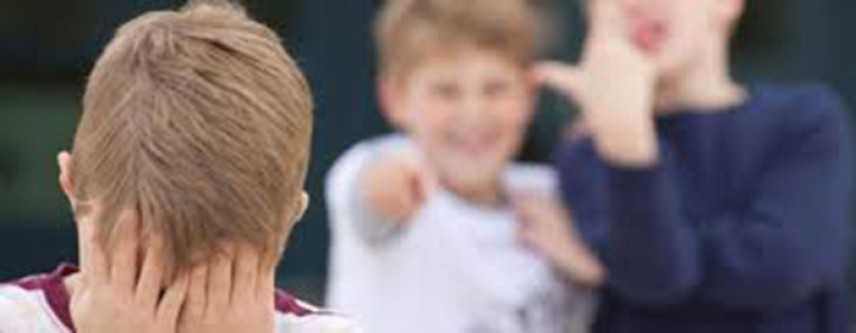 Bullismo a scuola, bimbo autistico tenta suicidio in classe