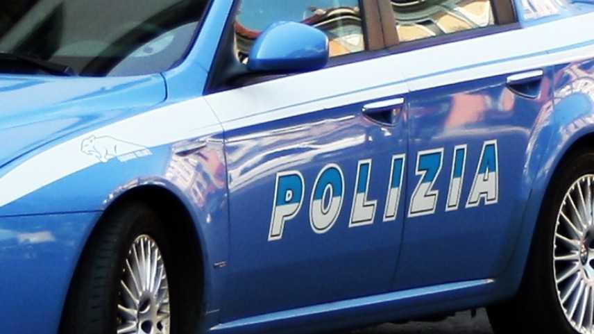 Torino: inseguita dopo tamponamento, si schianta in auto contro palo