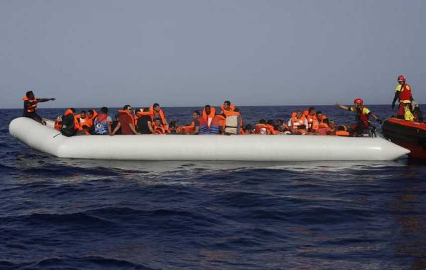 Quale vita vale di più? Gommone di 50 migranti sparito nel Mediterraneo