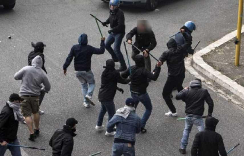 Calcio: scontri tra tifosi Palermo e Verona, tre feriti