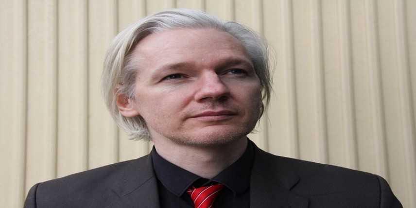 Il fondatore di WikiLeaks, Julian Assange, arrestato dalla polizia britannica