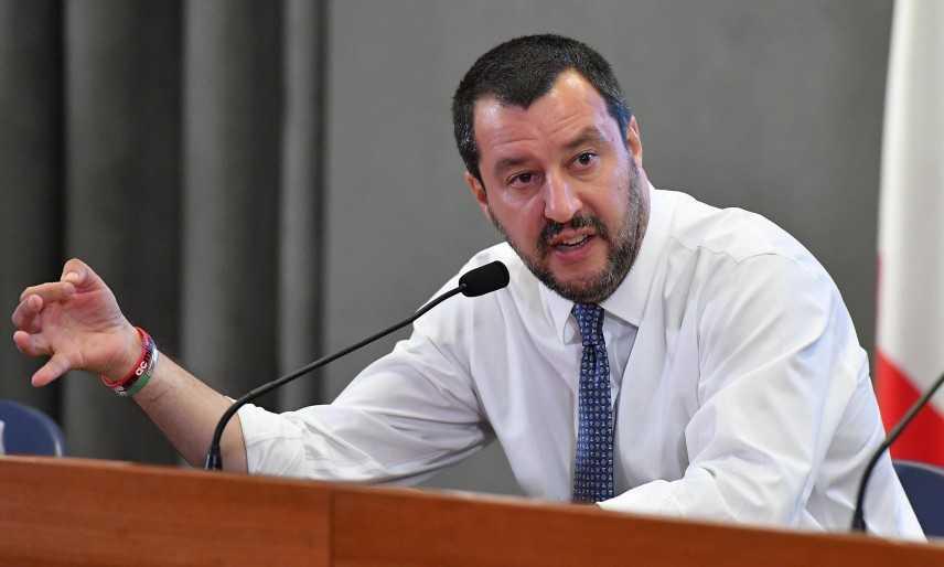 """Migranti: Salvini, su sbarchi decido io """"Libia  lavoriamo per la pace"""""""