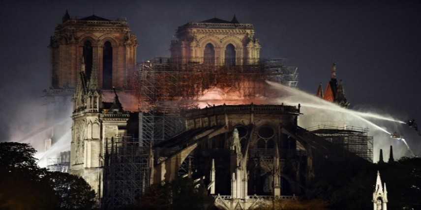 Emmanuel Macron: Notre-Dame de Paris, 5 anni per ricostruirla