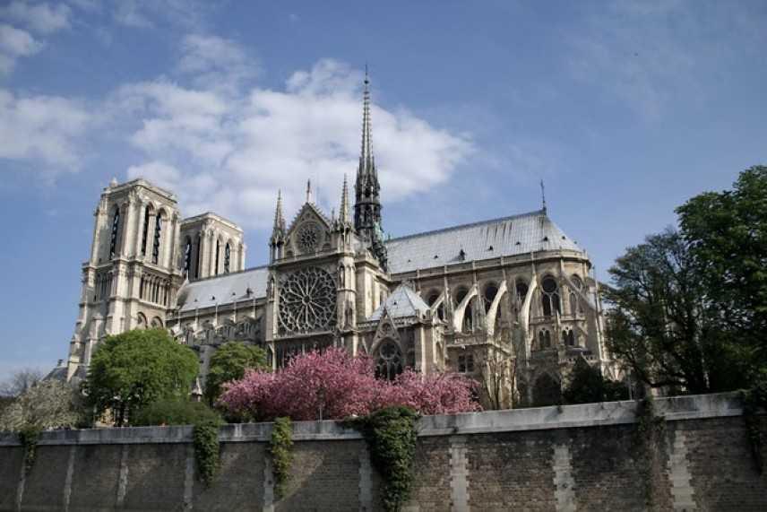 Parigi: ricostruiamo Notre-Dame