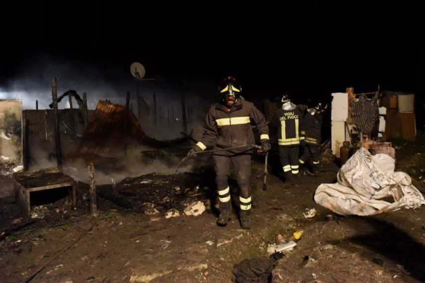 Migranti: rogo in ghetto a Foggia, un morto sul posto i VVF e PS
