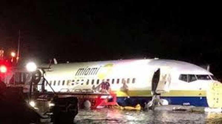 Usa: Boeing 737 fuori pista in Florida,finisce in fiume
