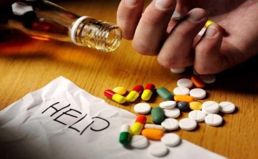 Assumono assieme mix di farmaci, in ospedale due minorenni
