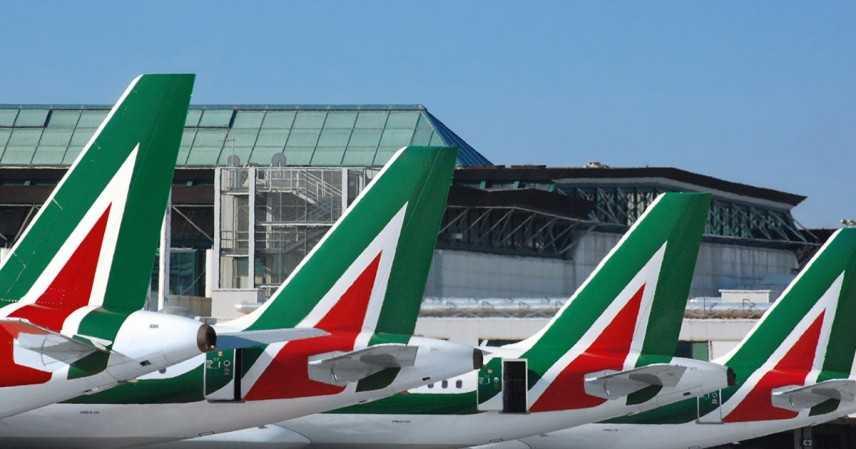 Martedì stop trasporto aereo, Alitalia taglia metà voli