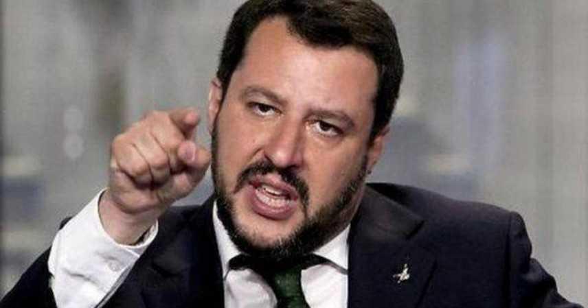 """Salvini, """"No, no, nooo... il governo non cade, ad attacchi M5S non rispondo"""
