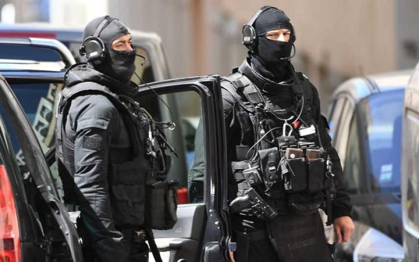 """Francia:  Esplosione in centro Lione, almeno 13 feriti. Macron """"Attentato terroristico"""" Live"""