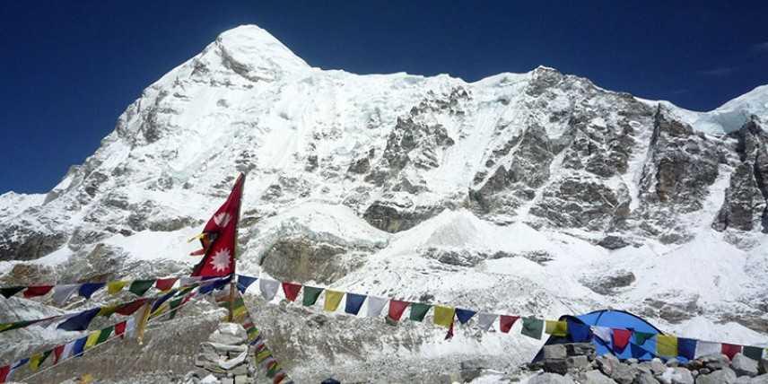 Everest, settimana drammatica sulla vetta più alta del mondo: morti 10 alpinisti