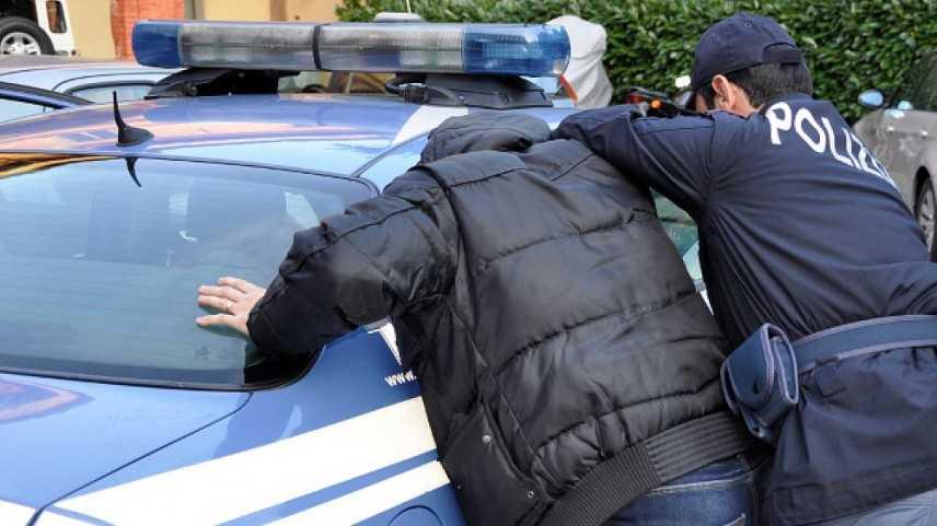 Polizia sequestra arsenale nel Ragusano, due arresti. Trenta armi da guerra, tra fucili e pistole
