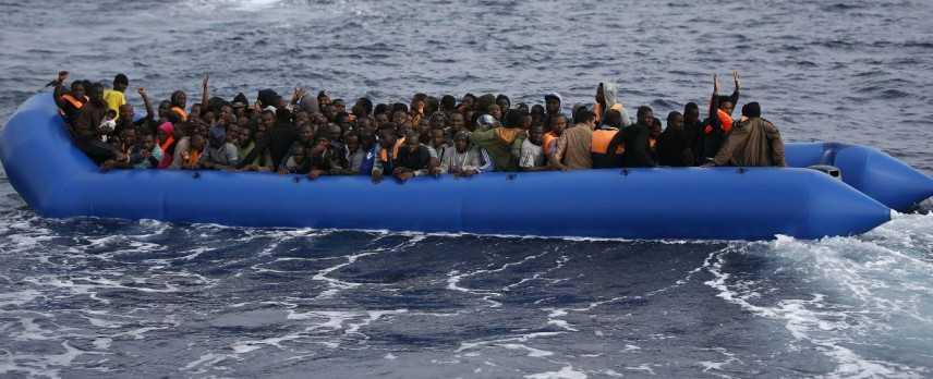 Allarme Ong, da 24 ore nessuno soccorre gommone con migranti