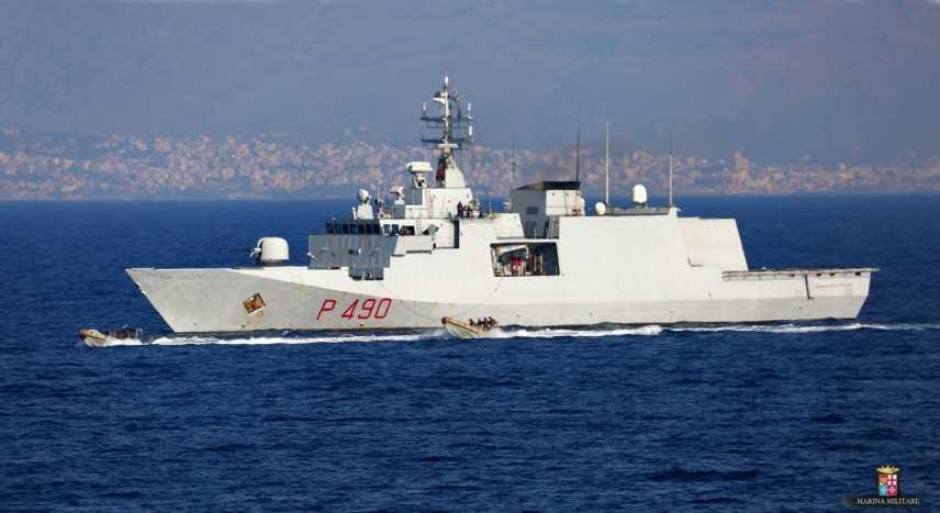 Migranti: nave Fulgosi in banchina porto Genova