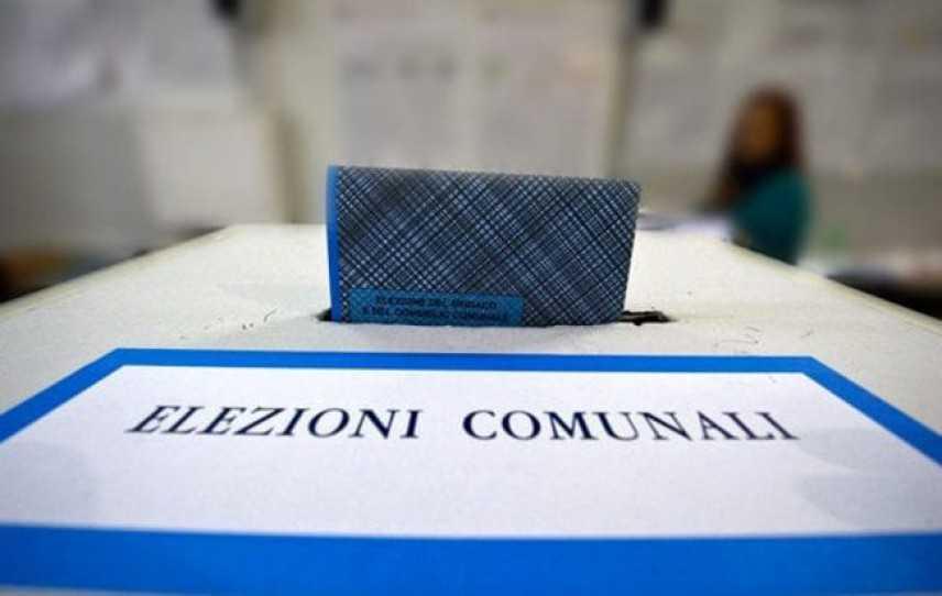 Ballottaggi: aperti i seggi in 136 comuni. Alle urne anche in 15 capoluoghi per scegliere i sindaci