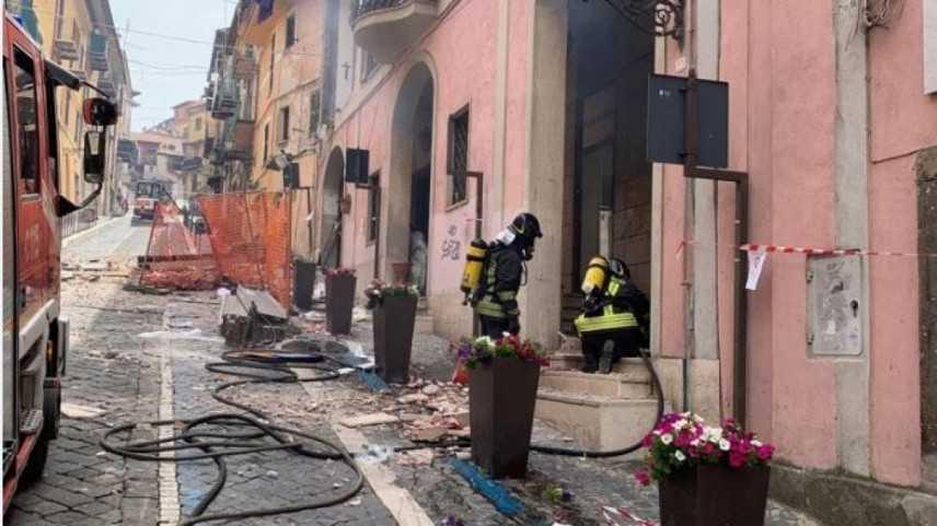 Terrore a Rocca di Papa: esplosione in palazzina. Bilancio 5 feriti in ospedale