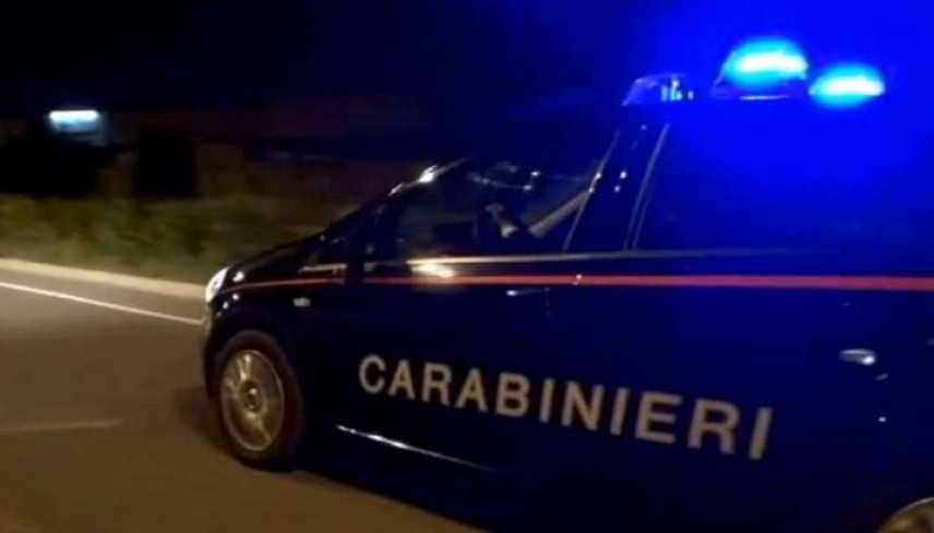 Vimercate, operaio di 63 anni violenta e sevizia la compagna: arrestato