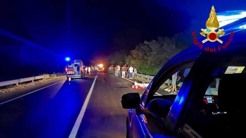 Muoiono due amici di 20 e 22 anni travolti da un'auto, fuori da una discoteca a Piacenza