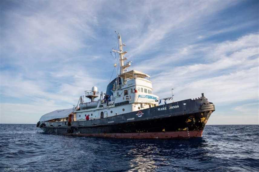 Migranti:  il vascello Alex accolto da Malta