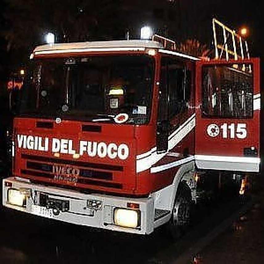 Ragazza finisce in mare con l'auto, annega 24enne a Foce Varano (FG)