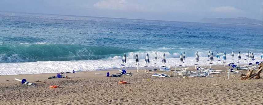 Bovalino (Rc): Qualche apprensione in spiaggia per il maltempo degli ultimi due giorni