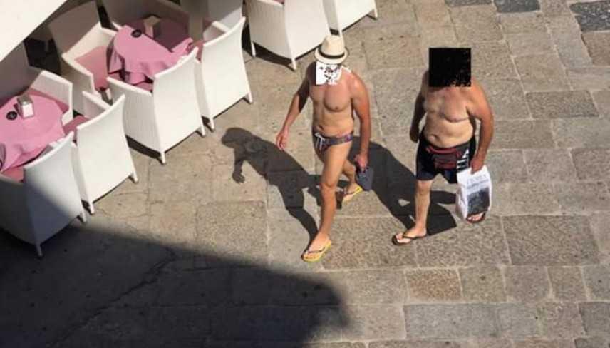 Ordinanza sindaco Tropea, Giovanni Macrì, vietato girare in costume in città Multe da 125 a 500 euro